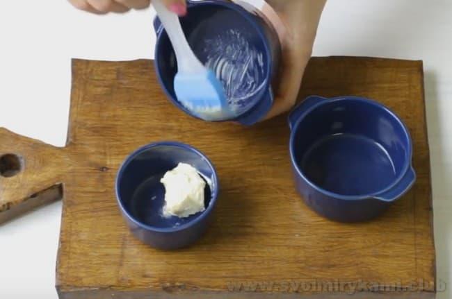 Такой омлет можно приготовить также с колбасой и помидорами в духовке.