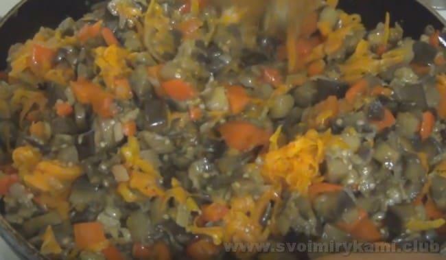Начинка для болгарского перца, фаршированного овощами на зиму, готова.