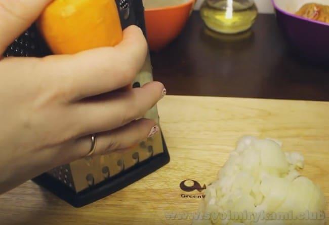 Ели вы хотите быстро приготовить перловую кашу с мясом в мультиварке, можно воспользоваться рецептом перловой каши с тушенкой.