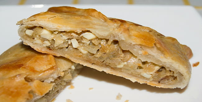 Пошаговый рецепт пирога с капустой из слоеного теста
