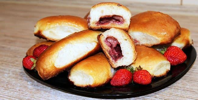 Как приготовить пирожки с клубникой в духовке по пошаговому рецепту с фото