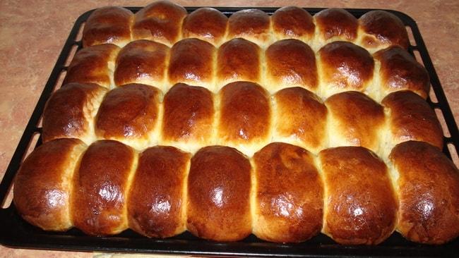 Румяные пирожки со щавелем приготовленные в духовке очень ароматные и вкусные.