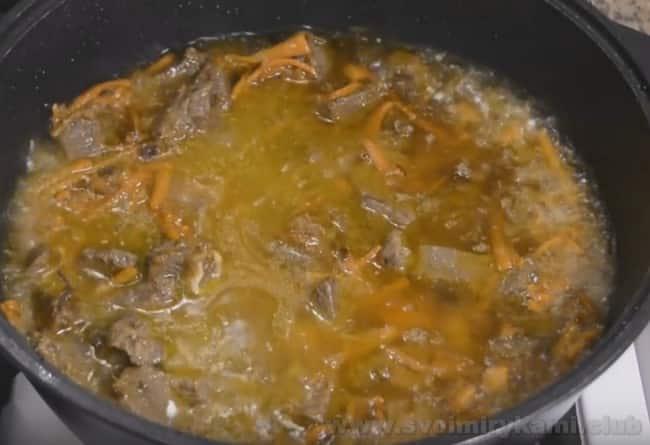Воспользовавшись нашим простым рецептом, вы легко сможете приготовить плов из баранины в домашних условиях.