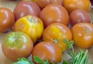 Для приготовления вкусного омлета с помидорами выбирайте только лучшие овощи.