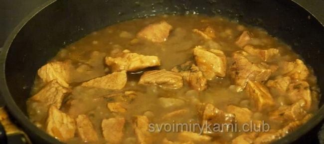 Рецепт вкусного гуляша приготовленного из свинины.