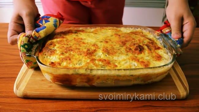 Вкуснейшая запеканка с рыбой и картошкой приготовленная в духовке готова, просите к столу.