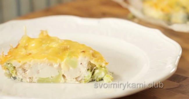 Вкуснейшая запеканка из брокколи с сыром и курицей готова!