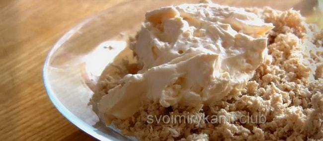 Для приготовления лаваша с куриной грудкой приготовьте начинку.