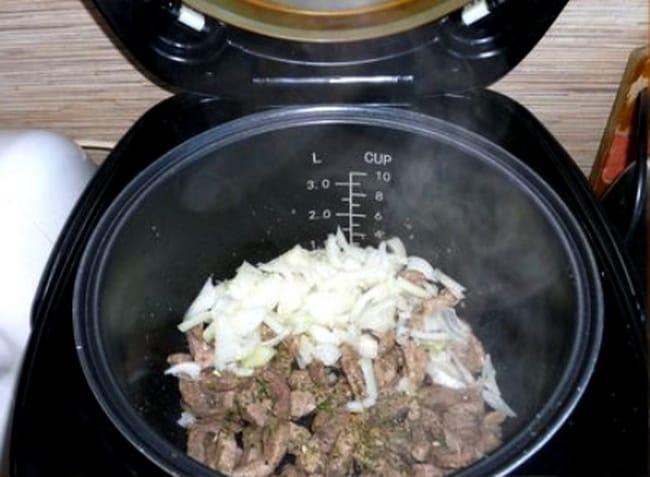 Приготовьте бефстроганов из свинины в мультиварке, быстро и вкусно.