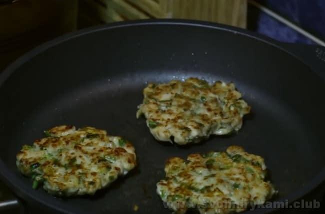Такие же рубленные котлеты из индейки можно готовить в духовке.
