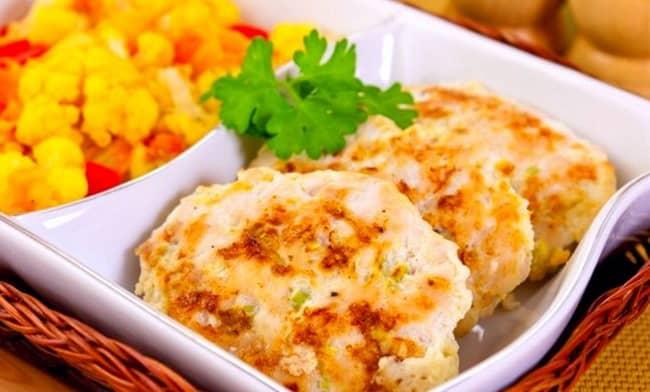 Готовим рубленные котлеты из куриной грудки с сыром