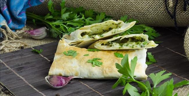 Как приготовить рулет из лаваша с сыром и зеленью по пошаговому рецепту с фото