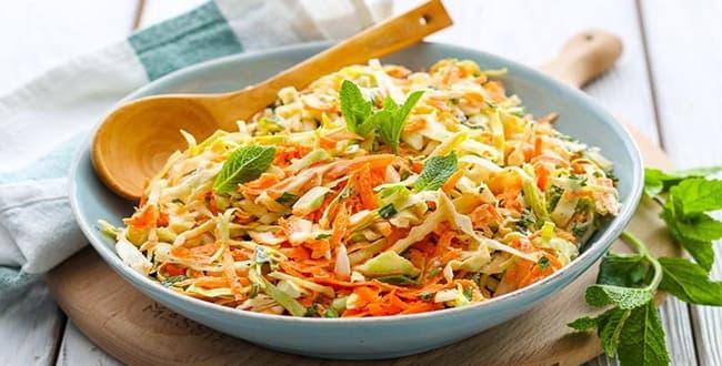 Пошаговый рецепт салата Витаминный из капусты и моркови