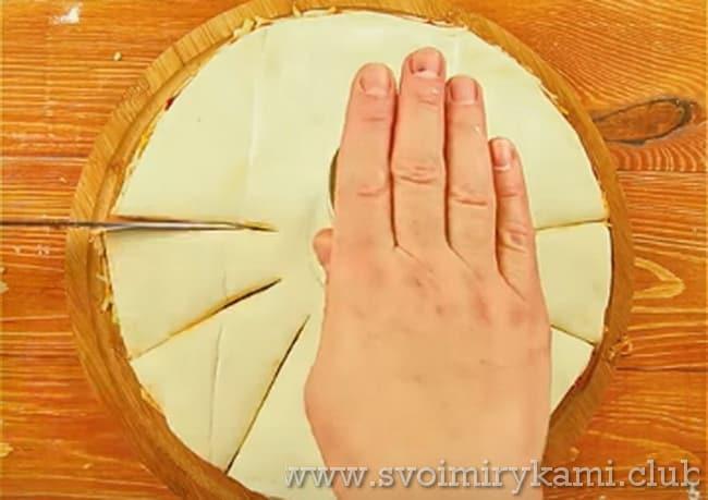 нарезаем пиццу треугольниками
