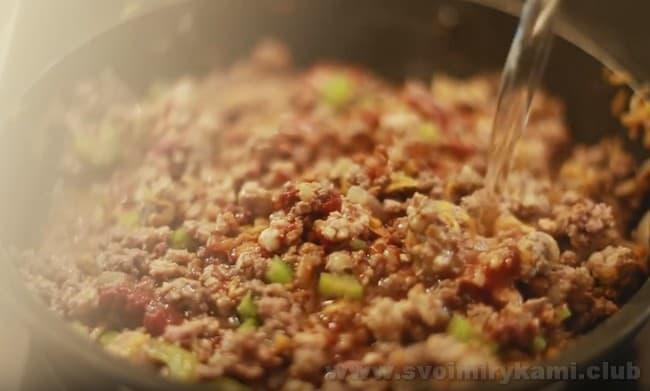 Соус болоньезе с фаршем, приготовленный по этому рецепту, отменно дополнит множество разных блюд.