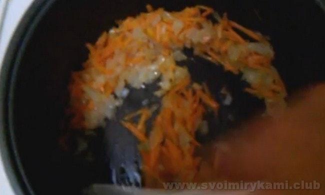 Соус болоньезе в мультиварке готовится еще проще, чем по классическому рецепту.