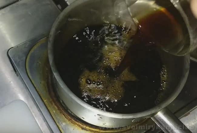 Можно приготовить соус терияки по классическому рецепту.