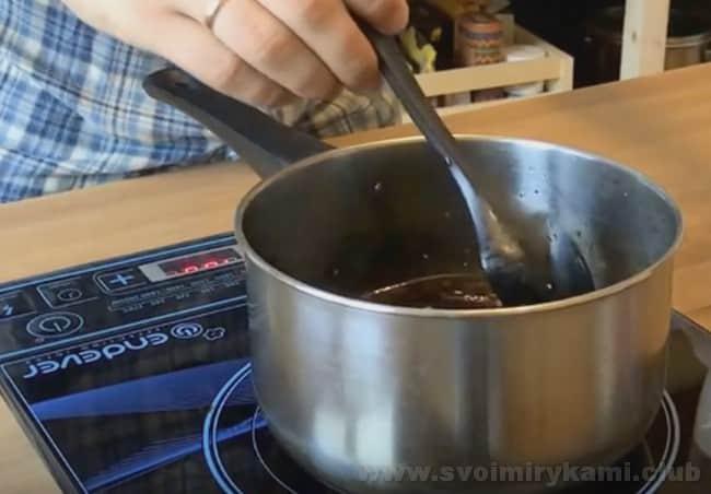 Готовится соус терияки с кунжутным маслом практически так же, как и предыдущие.