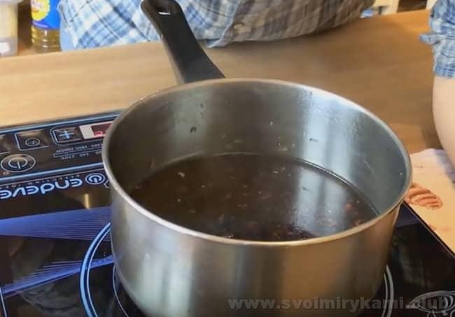 Соус терияки по рецепту с кунжутным маслом надо довести до кипения.