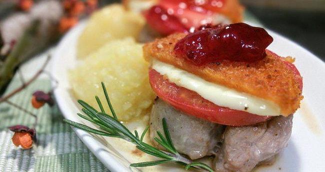 Рецепт отличного шницеля из свинины.