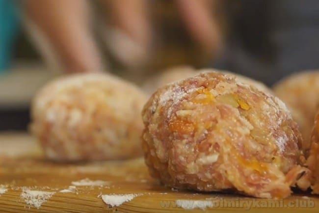 По этому же рецепту очень вкусно получаются куриные тефтели в мультиварке.