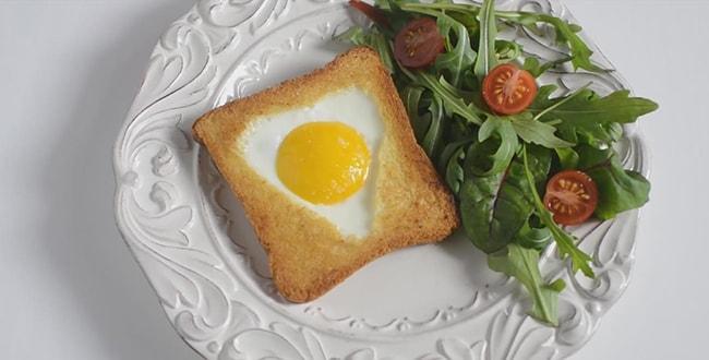 Яйцо в хлебе с колбасой и сыром 🥝 как сделать в батоне