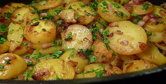 Как приготовить жареную на сковороде и мультиварке картошку по пошаговому рецепту с фото