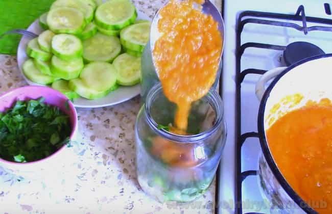 Вы сможете легко приготовить жареные кабачки в томатном соусе на зиму по нашим рецептам с фото.