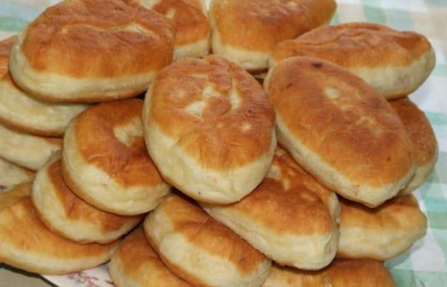 Пирожки с яблоками можно готовить и на сковороде, попробуйте.