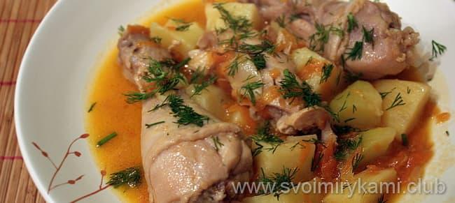 Запеченная картошка с курицей в мультиварке готова