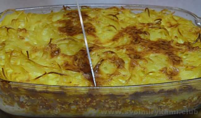 Запеканка из макарон с фаршем в духовке готов.