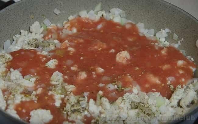 Запеканка из макарон с фаршем и сыром - весьма популярное блюдо.