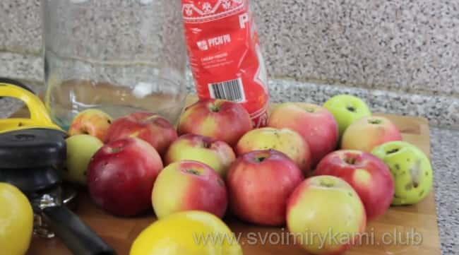 Для приготовления компота из свежих яблок по простому рецепту возьмем такие инредиенты