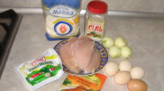Для приготовления биточков из курицы мне понадобились куриное филе и еще несколько таких ингредиентов