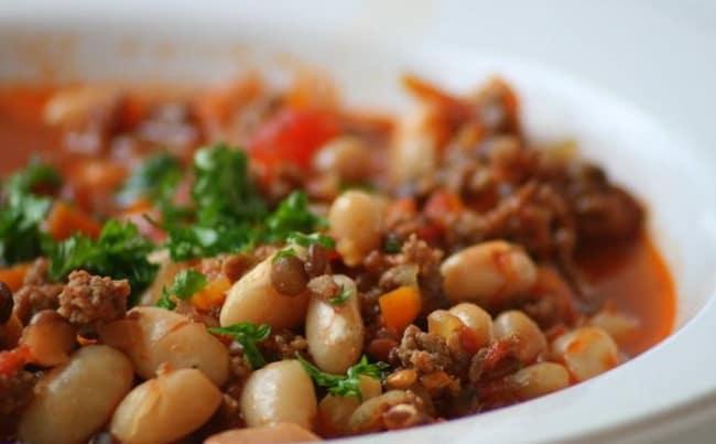 Наше овощное рагу с фаршем и фасолью готово