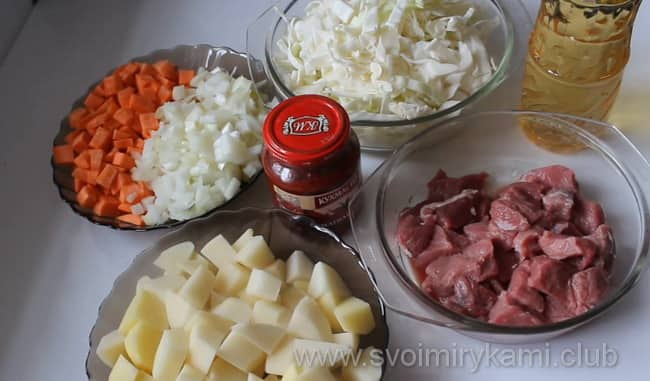 Для приготовления овощного рагу и с картошкой, и с белокочанной капустой, и с мясом возьмем такие ингредиенты