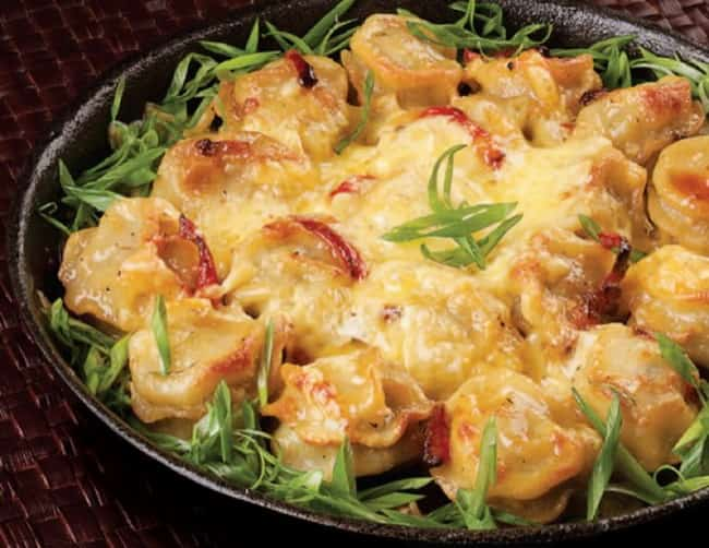 Пельмени, приготовленные в мультиварке, с сыром и сметаной пахнут замечательно