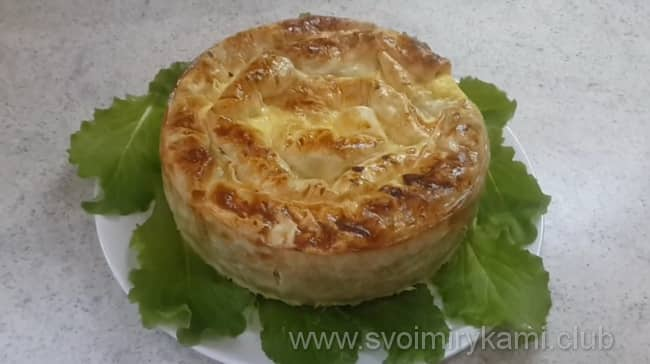 Вот такой пирог из тонкого лаваша с твердым сыром и зеленью я испекла в духовке