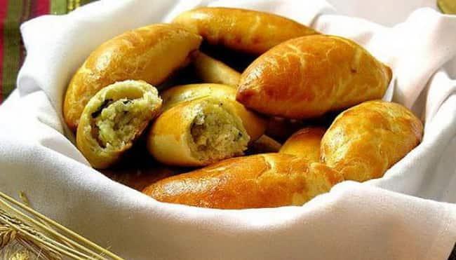 Вот такими пышными и вкусными получаются пирожки с луком и картошкой