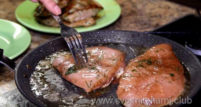 Готовим по рецепту сочный стейк из грудки индейки