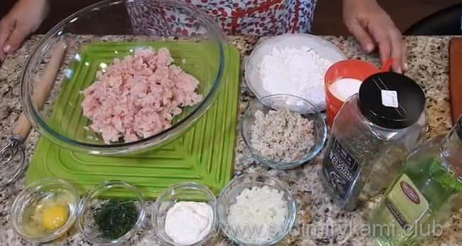 Для приготовления рыбных тефтелей в томатном вкуснейшем соусе возьмем такие ингредиенты