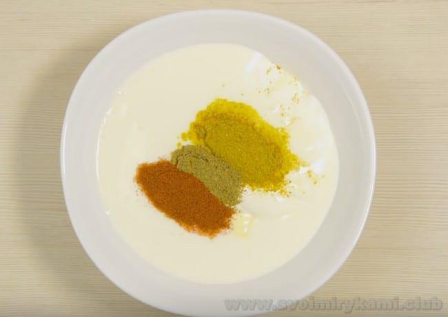 Белый чесночный соус для шаурмы - это самый популярный рецепт такого рода.