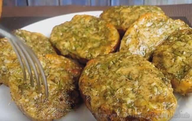Надеемся, вам понравился такой рецепт блюда из картошки в духовке.