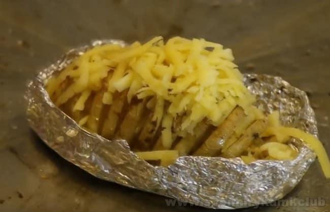 Таким образом жареная картошка в духовке - это невероятно вкусный рецепт.