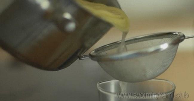 Примечательно, что при приготовлении спагетти карбонара по классическому итальянскому рецепту вода, в которой варилась паста, тоже используется.