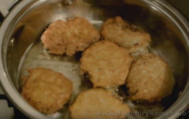 Попробуйте приготовить такие белорусские колдуны с мясом, как в нашем рецепте с фото.