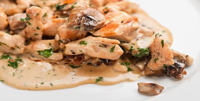 Как приготовить курицу в сливочном соусе на сковороде по пошаговому рецепту с фото