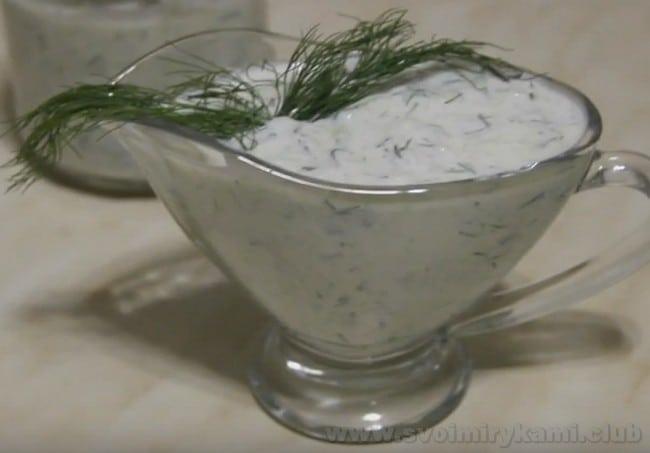 Вот вы и узнали, как приготовить огуречный соус для шаурмы.