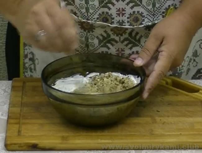о том, как приготовить ореховый соус для шаурмы, поведает также видео в нашей статье.