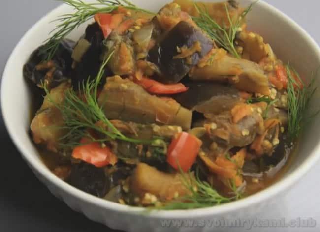 Теперь вы знаете, как сделать рагу из баклажанов, болгарского перца и помидора.